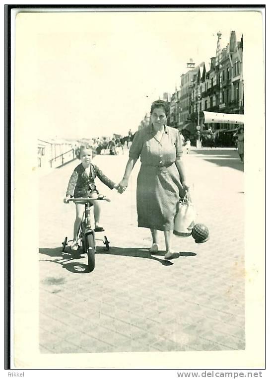 Foto Photo (6x9 Cm) Wenduine Zeedijk Meisje Met Fiets - Lugares