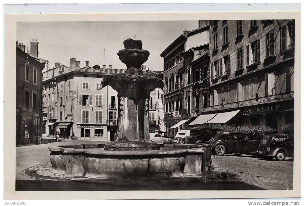 38  BOURGOIN  La Place D' Armes    9x14 - Bourgoin