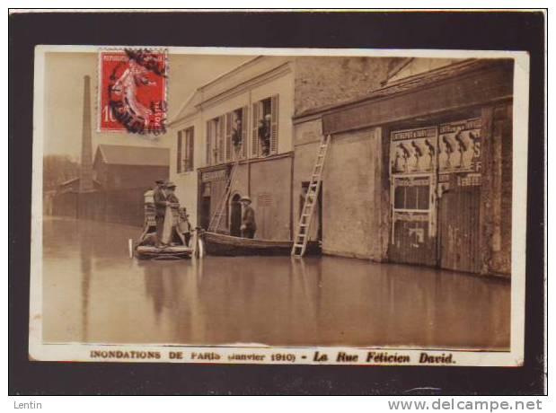 PARIS- Arrondissement 19 - CRUE 1910 - Rue Felicien David (carte-photo) Affiches Entrepots D'Ivry - Arrondissement: 19
