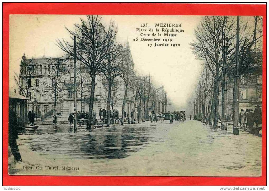 CHARLEVILLE MEZIERES 1920 CRUE DE LA MEUSE PLACE DE LA REPUBLIQUE CARTE EN TRES BON ETAT - Charleville