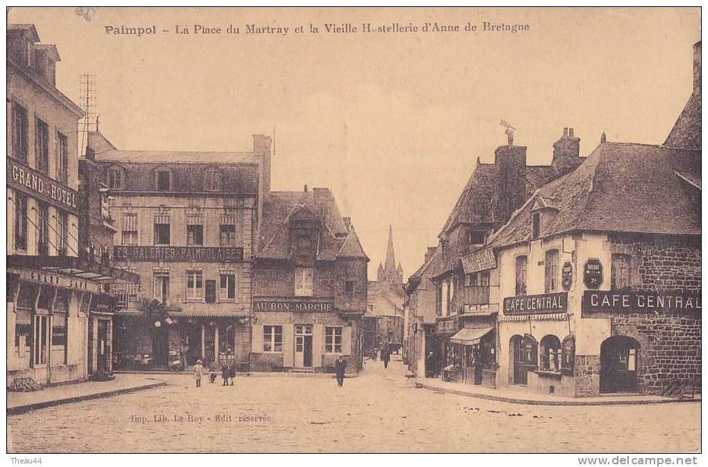 ¤¤   -    PAIMPOL    -  La Place Du Martray Et La Vieille Hostellerie D'Anne De Bretagne  -  Au Bon Marché   -    ¤¤ - Paimpol