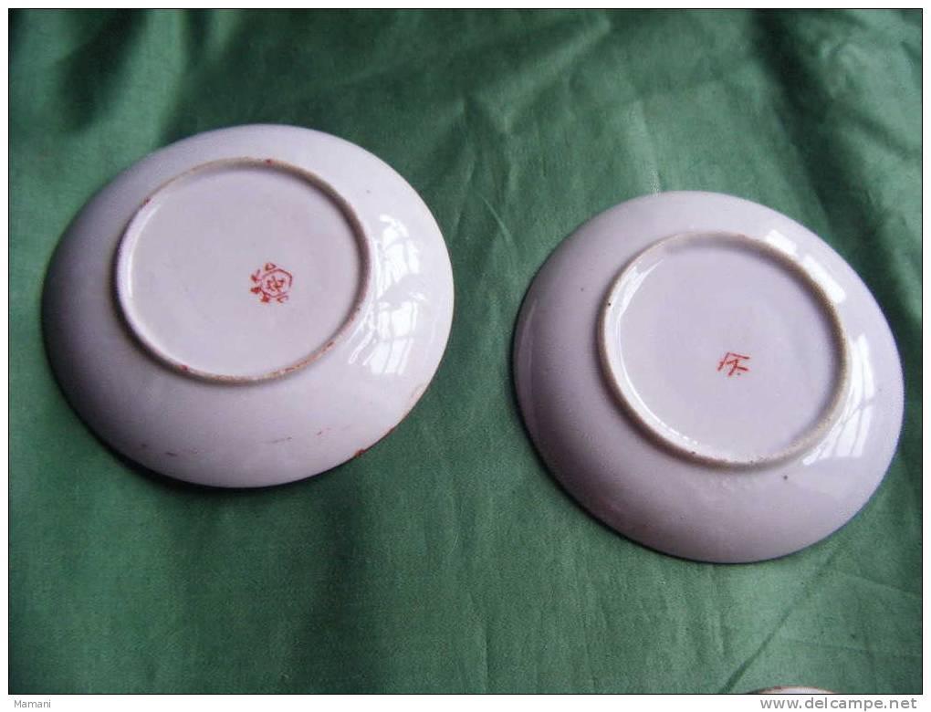 2 Tasses + 2 Soucoupes-decor Asiatique. -diametre Soucoupe  11cm-hauteur Tasse 5.5cm-2 Signatures Differentes - Art Asiatique