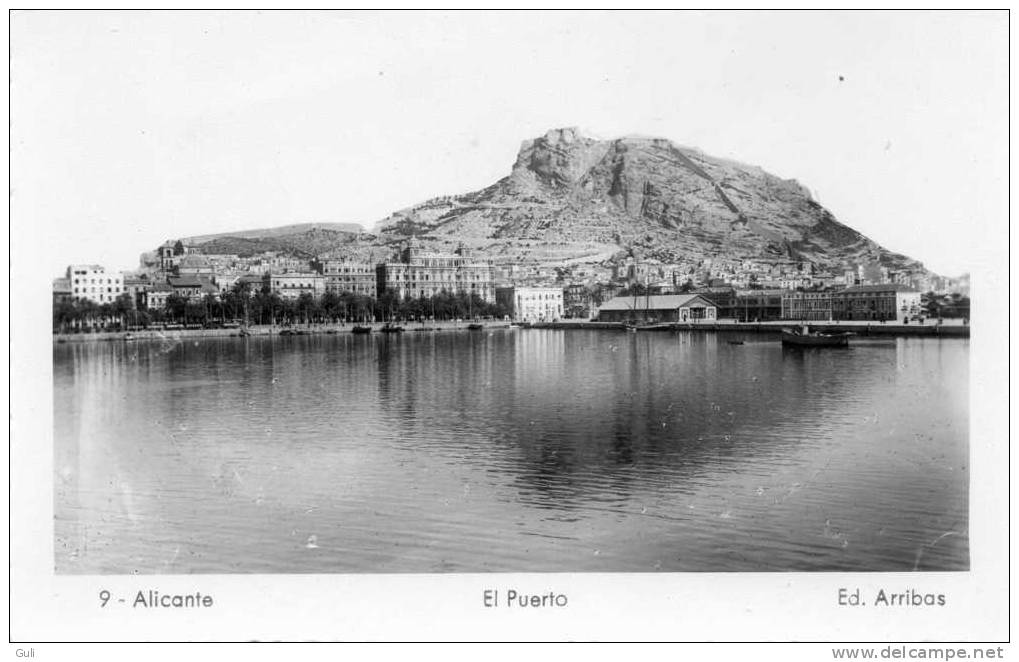 Espagne -ALICANTE - El Puerto - Editions : Arribas N° 9.Cpa Carte Photo Dentelée Noir Et Blanc  14 X  9 Cms *PRIX FIXE - Alicante