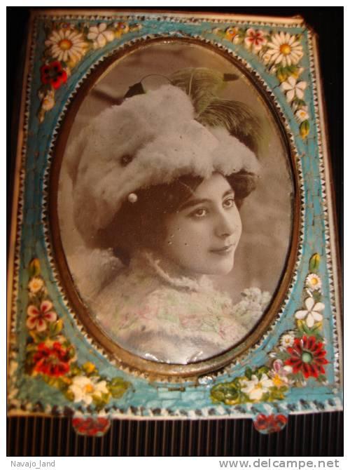 Belle Photo Ancienne Femme, Dans Cadre Ancien Mosaique - Photographs
