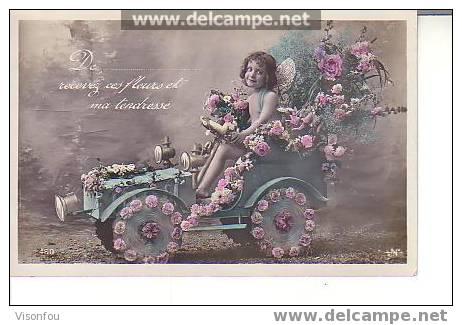 Ravissante Fillette Conduisant Une Automobile Garnie De Fleurs : Colorisée : De...recevez Ces Fleurs Et.... - Zonder Classificatie