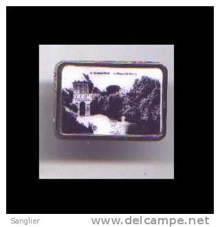 PIN'S -CHARLEVILLE MEZIERES - LE VIEUX MOULIN - MUSEE ARTHUR RIMBAUD. (ARDENNES) - Pins