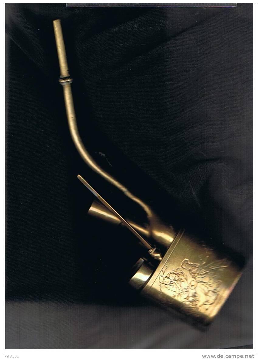 ANCIENNE PIPE EN LAITON ORIGINE ASIE ET SON REPOSE PIPE ET ACESSOIRES VOIR DESCRIPTION - Pipe Holder