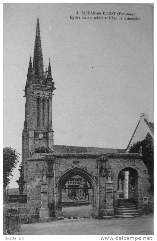 Eglise Du XV Siècle Et L´arc De Triomphe - Saint-Jean-du-Doigt