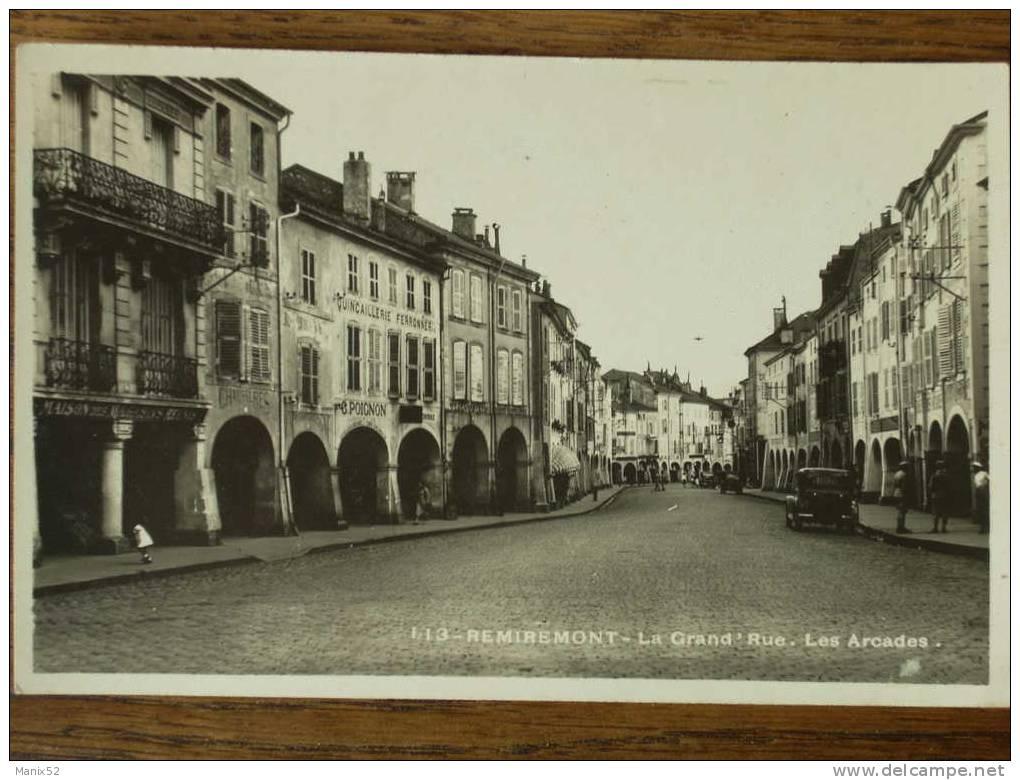 88 - REMIREMONT - La Grand´ Rue - Les Arcades. (CPSM) - Remiremont