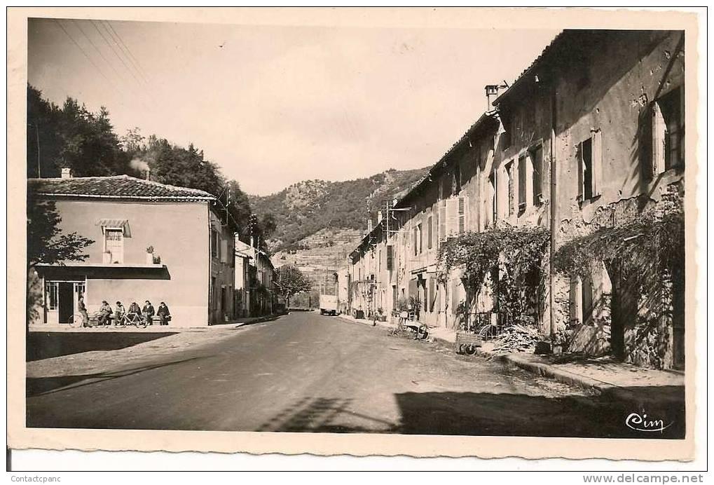 PONT De LABEAUME   - La Place Et L´issue Nord Du Village  ( C. P. S. M. ) - France