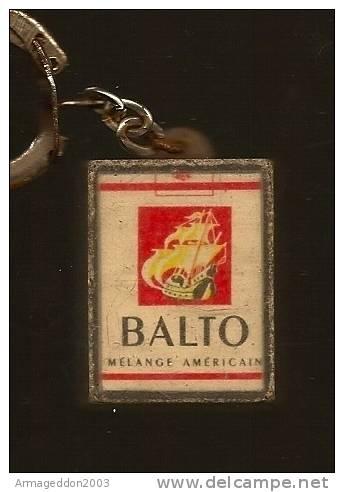 02 : PORTE CLES FIGURINE PAQUET CIGARETTE BALTO - Tabac (objets Liés)
