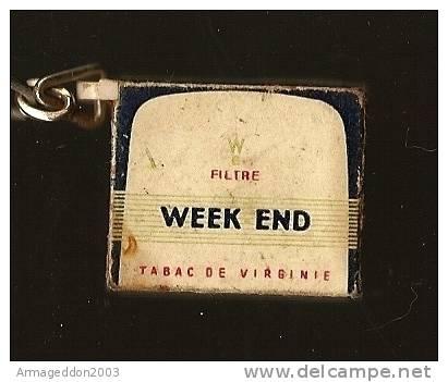 02 : PORTE CLES FIGURINE PAQUET CIGARETTE DE VIRGINIE WEEK END - Tabac (objets Liés)