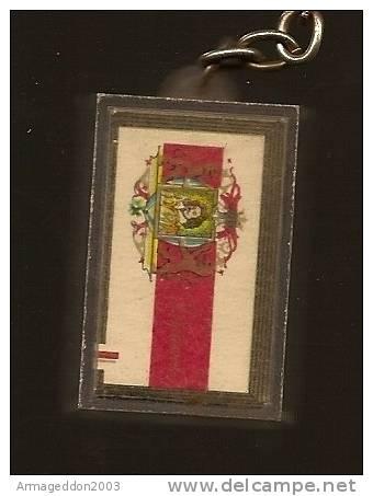 02 : PORTE CLES FIGURINE PAQUET DE CIGARETTE DIPLOMATE - Tabac (objets Liés)