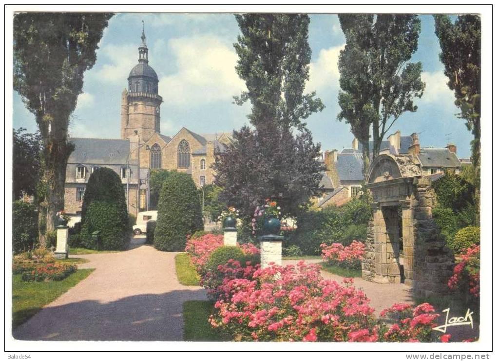 CPM - LAMBALLE (22) L'église Saint-Jean Vue Du Jardin Public - Lamballe