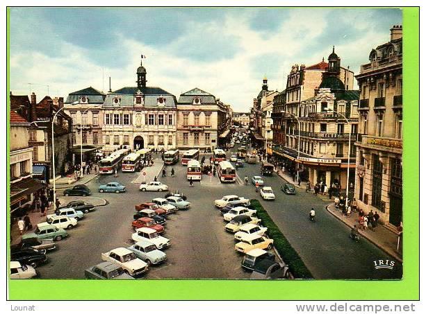 10 TROYES : Place Du Maréchal Foch Et L´Hôtel De Ville (Banque Société Générale -Bus- Commerces)N°10.387.89 - Banques