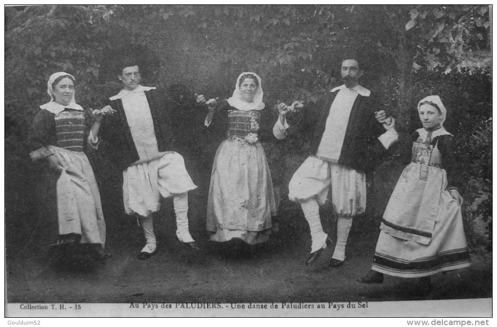 Au Pays Des Paludiers : Une Danse De Paludiers Au Pays Du Sel - Francia