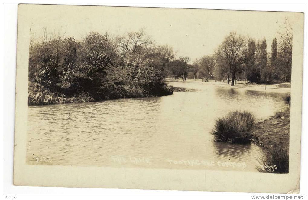 (REAL PHOTO)  TOOTING BEC COMMON - THE LAKE (POSTALLY USED 1926) -  A639 - London Suburbs