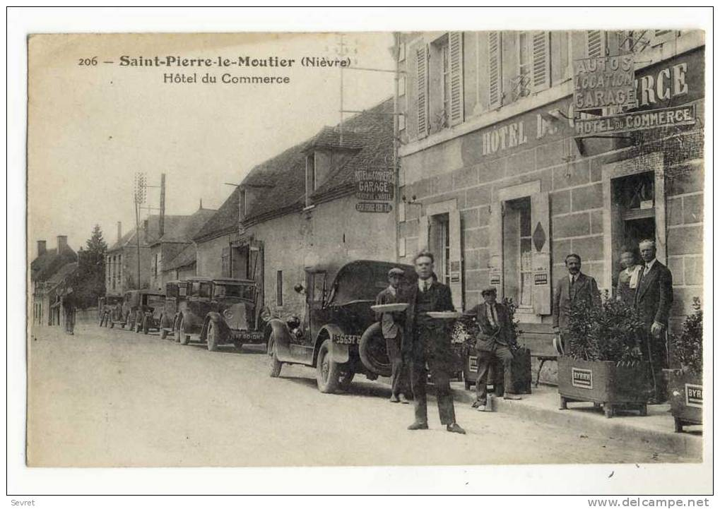SAINT-PIERRE Le MOUTIER. - Hôtel Du Commerce. Belle Animation - Saint Pierre Le Moutier