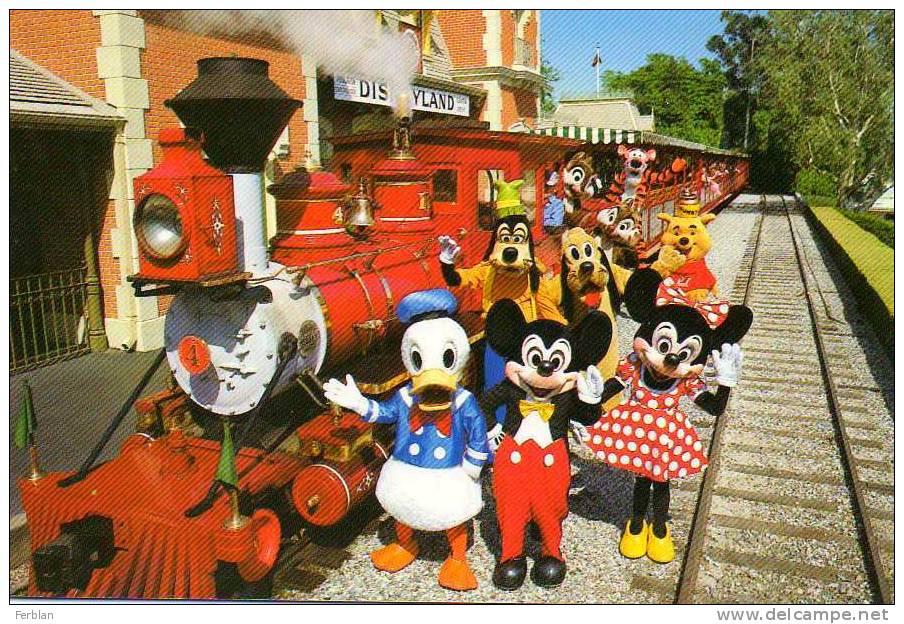 DISNEY. DISNEYLAND. MICKEY Et Ses Amis Devant Le Train.  All Aboard! - Disneyland
