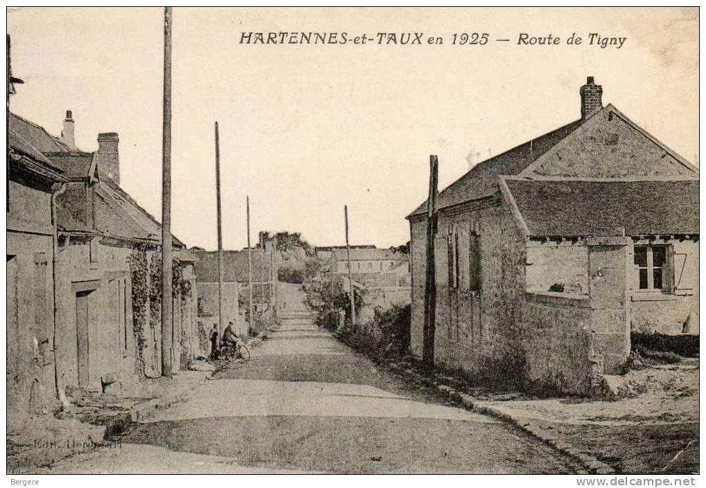 CPA HARTENNES ET TAUX. Route De Tigny En 1925. Maisons. - France