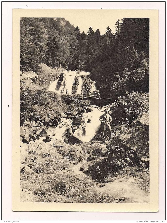 Photographie ,  HOMME AU PIED DE LA CASCADE , 18 X 13 - Places