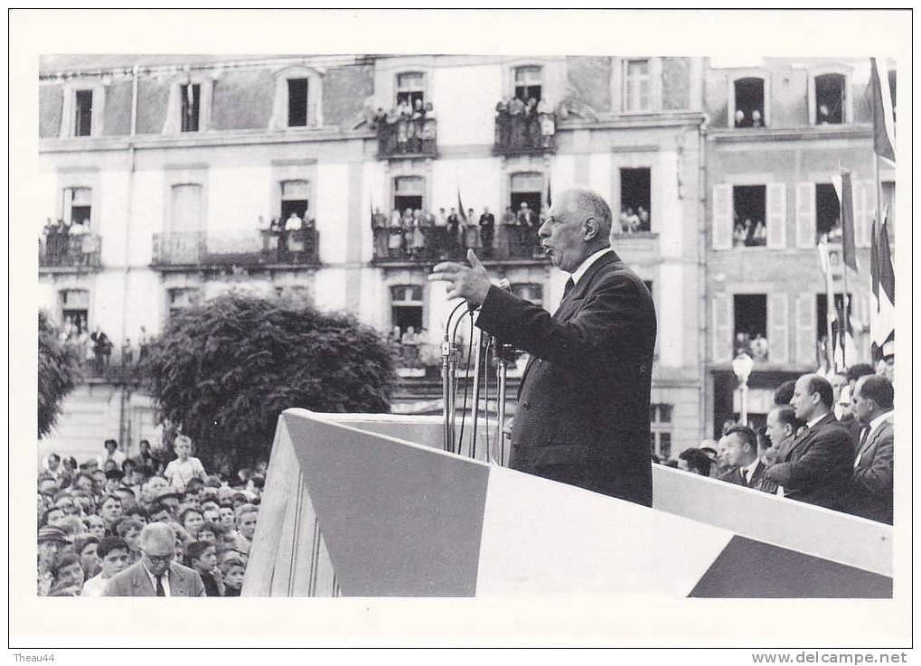 - VANNES  -  Allocution Du Général DE GAULLE Place De L'Hôtel De Ville  En Septembre 1960  -  300 Ex - Vannes