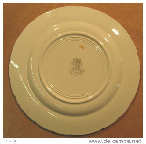 ASSIETTE MARIE LECZINSKA . GEAMAN DINOISE ST AMAND MADE IN FRANCE - Saint Amand (FRA)
