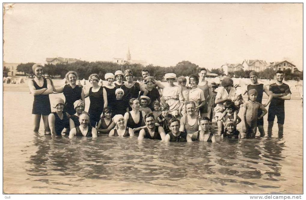 PHOTO -originale- Groupe De Baigneurs, Baigneuse, Beigneur ( Plage, Baignade, Scéne De Bain,maillot, Costume, Mer ) - Photos