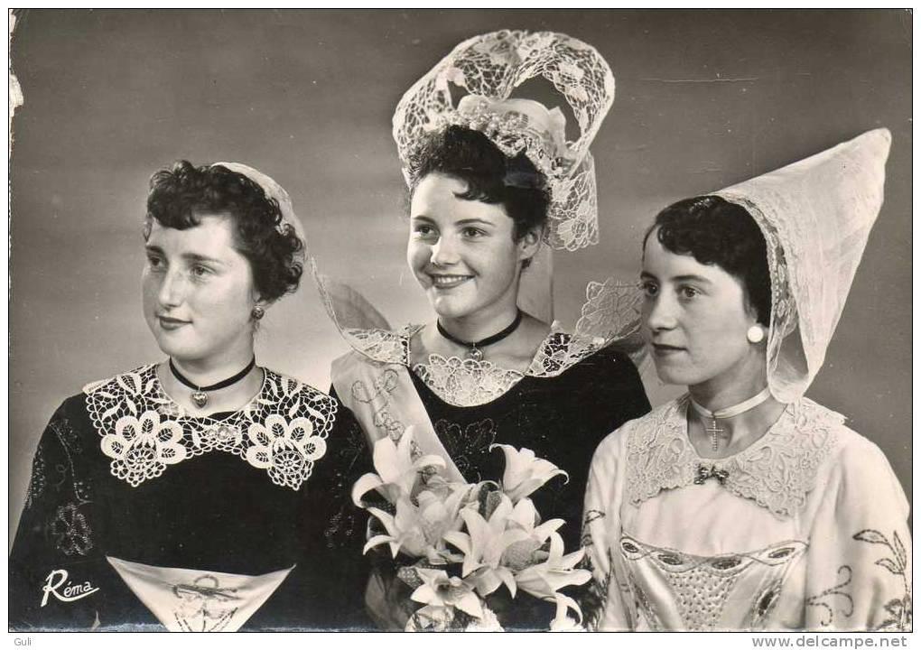 Folklore > Costumes- Les Reines De Cornouaille ( En Bretagne) ( Coiffes Et Costumes ) -année: 1961 - * PRIX FIXE - Costumes