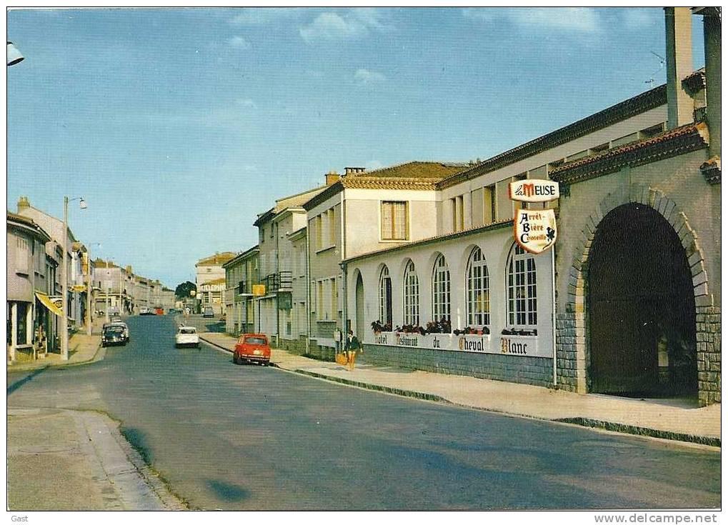 79  CERISAY     LA  RUE  PRINCIPALE  ET   L HOTEL  DU  CHEVAL  BLANC - Cerizay