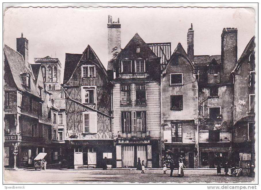 16908- Tours Vieilles Maisons , Place Plumereau . 187 CAP - Tours