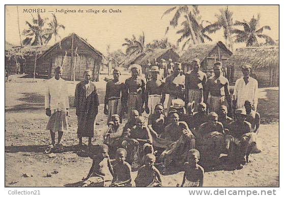COMORES ... MOHELI ... INDIGENES DU VILLAGE DE OUALA - Comores