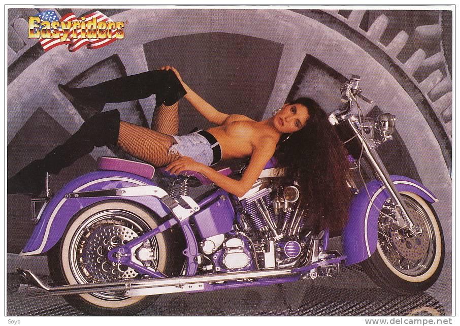 Moto Harley Davidson Fille Allongée Seins Nus Format 10 Par 15 Easyriders - Motorbikes