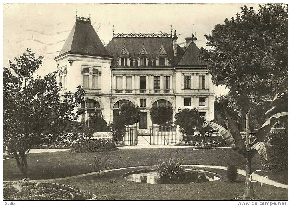 MONTARGIS N° 21 LA CAISSE D EPARGNE ( BROCHON ARCH) - Montargis