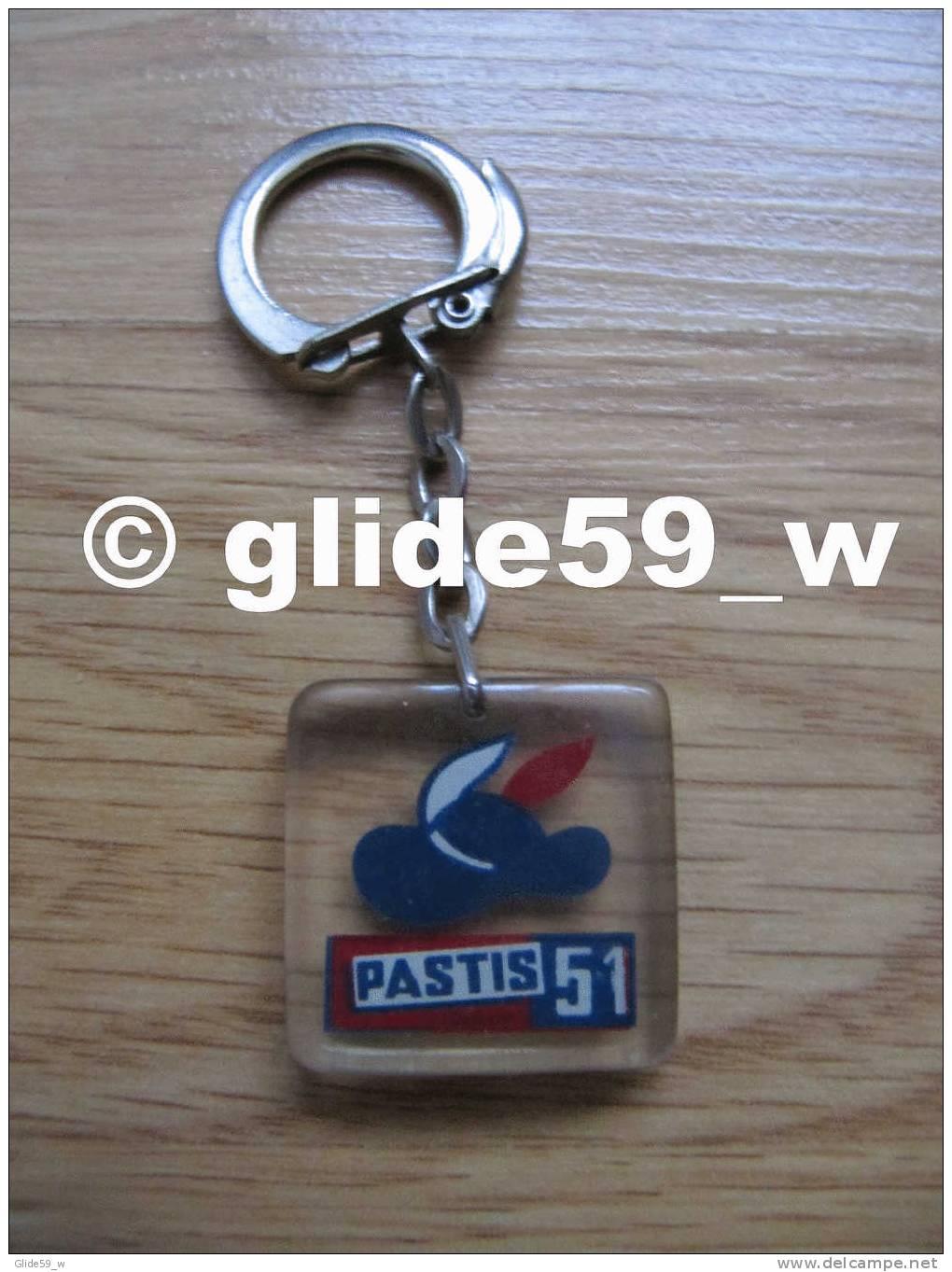 Porte-clés Plastique PASTIS 51 (Bourbon) - N° 2 - Porte-clefs