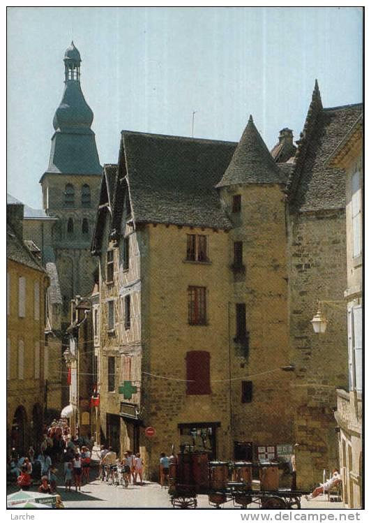 Dép. 24 - SARLAT. - Place De La Liberté. Editions D´art Yvon - Sarlat La Caneda