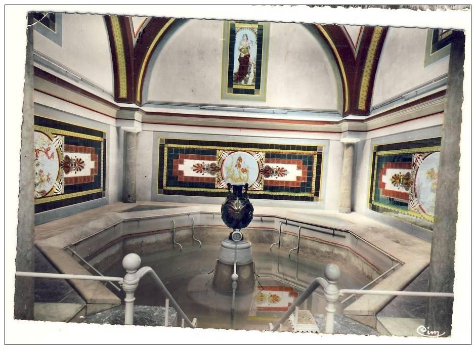 Lamalou Les Bains,cpsm Colorisée Dentelée,intérieur De L'établissement Balnéaire,tableau Peinture,piscine,vase,corne - Lamalou Les Bains