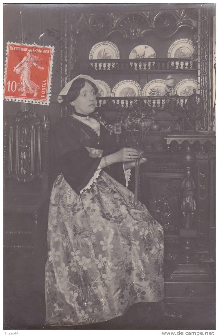 ¤¤  -  Carte Photo De VANNES  -  Femme En Costume  -  ¤¤ - Vannes