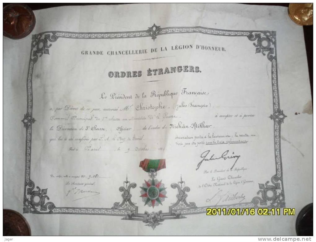 Beau Diplome Coloniale Avec Medaille Peinte 1884 - Documentos