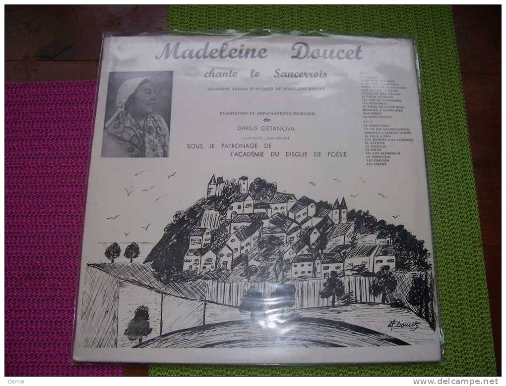MADELEINE  DOUCET   CHANTE LE SANCERROIS   °    AUTOGRAPHE  SUR VINYLE  33 TOURS - Autogramme