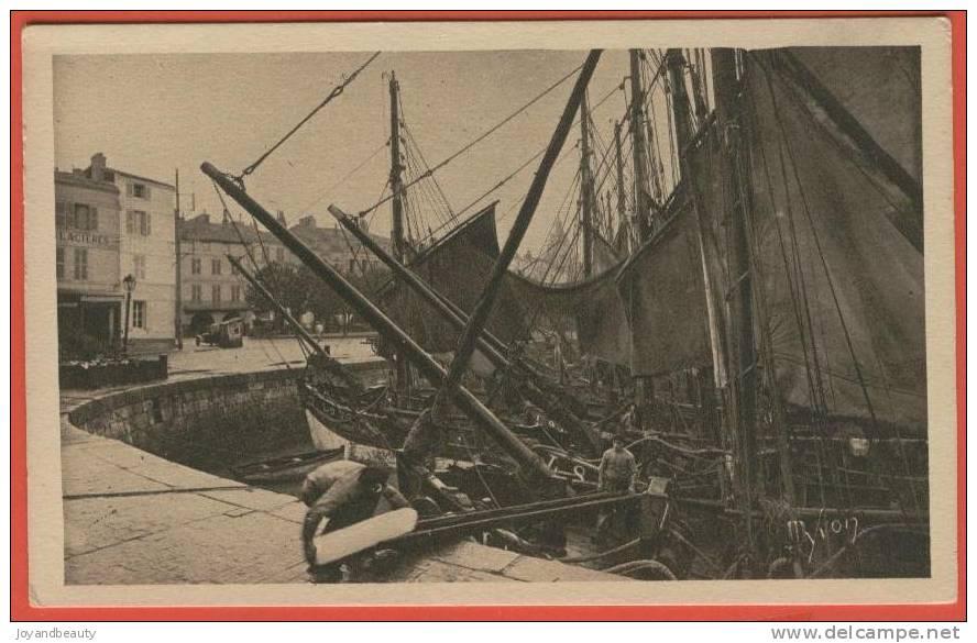 D529, La Rochelle,17,Préparatifs De Départ,embarquement De La Glace ,animée ,Pêcheur ,voilier, Glacières, Non Circulée - La Rochelle