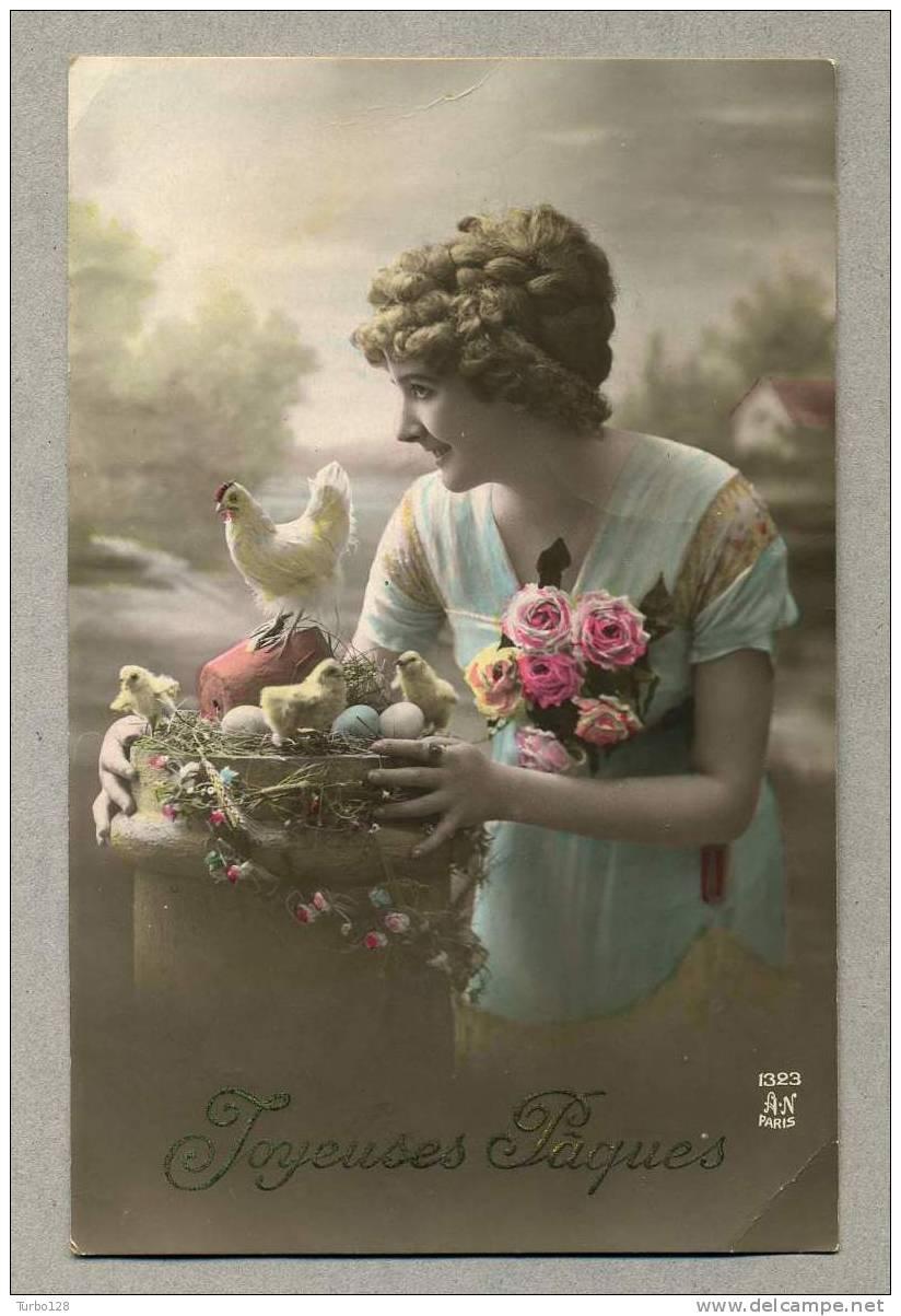 ... Pâques - Carte postale ancienne - femme, fleurs, poussins, oeufs