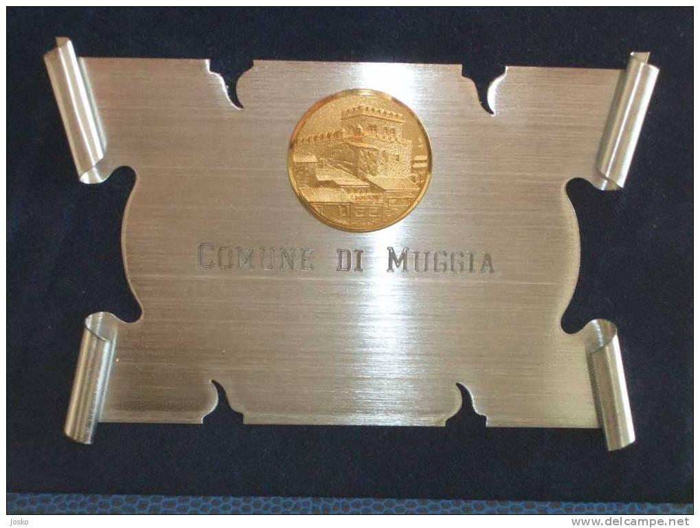 Placca COMUNE DI MUGGIA Vicino A Trieste  ( Italia ) * Slov. Milje * Italia * Plaque - Unclassified