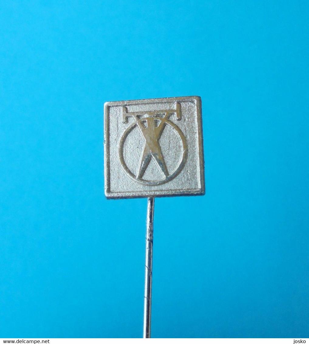 GEWICHTHEBEN (Slowenien Pin ) Badge Weightlifting Haltérophilie Weight Lift Levantamiento De Pesas Sollevamento Pesi - Gewichtheben