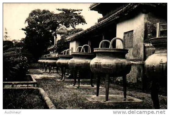 Carte Photo - Hué, Les Urnes Dynastiques - Vietnam