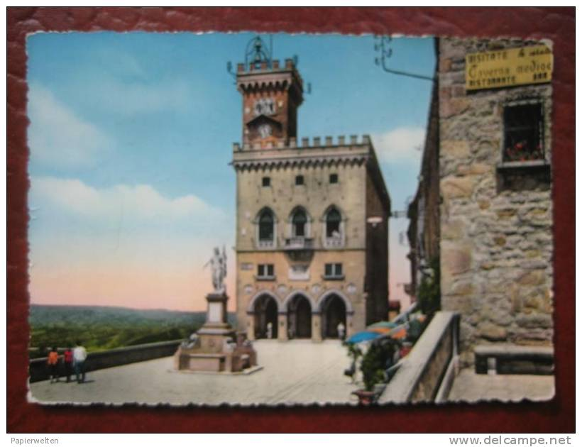 San Marino - Il Palazzo Del Governo E Statua Della Liberta - San Marino
