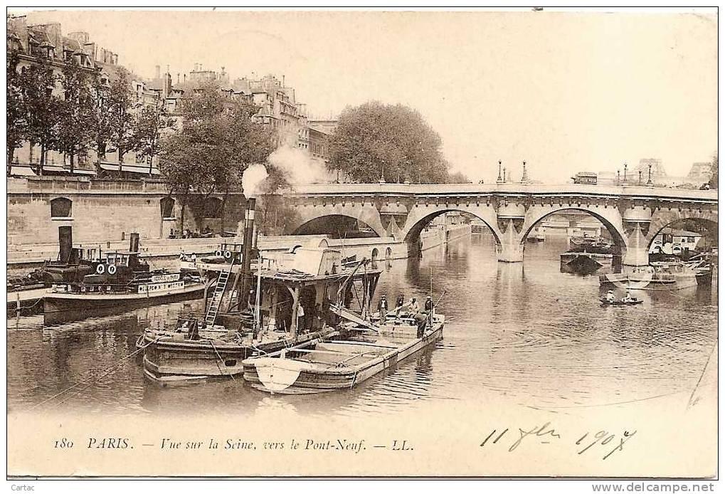 D75-PARIS-  VUE SUR LA SEINE VERS LE PONT NEUF En L´état Coins Pliés Bords Abîmés  Voir Scan - La Seine Et Ses Bords