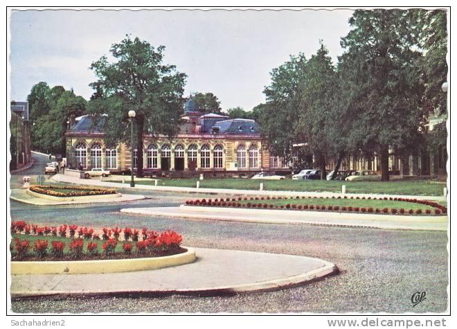 88. Cpsm. CONTREXEVILLE. Le Casino. 816 - Vittel Contrexeville