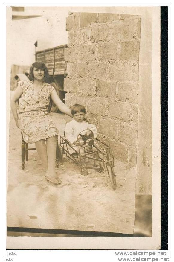 CARTE PHOTO DE JUIN 1932 ENFANT ET SON AUTO A PEDALE REF 7854 - Jeux Et Jouets