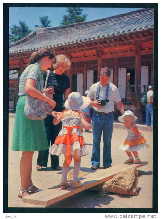 FOREIGN FAMILY ENJOYING A SEASAW IN THE KOREAN FOLK VILLAGE - Korea, South Coree Du Sud 109031 - Corea Del Sud